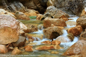 Basenwasser_copyright_NatureQualityPicture_www-fotolia-com